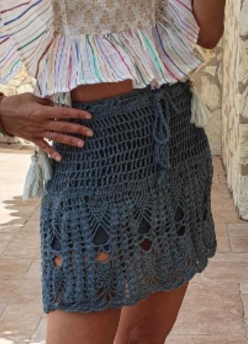 Falda crochet azul