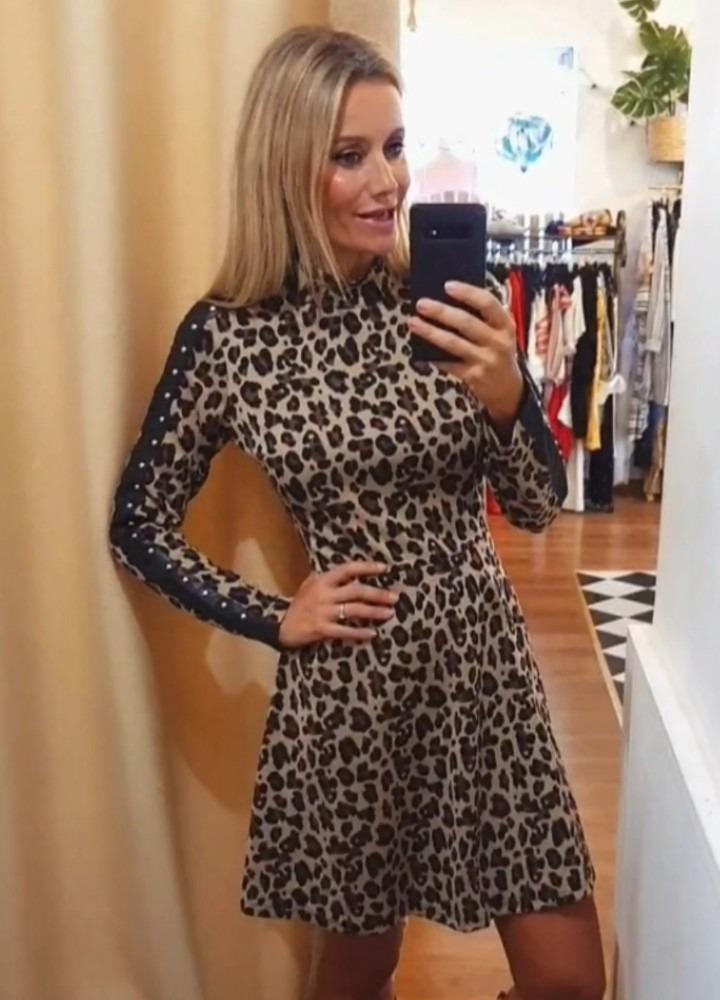 Vestido leopardo tira tachas