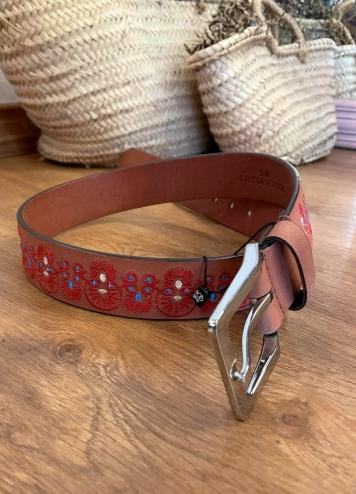 Cinturón piel bordado