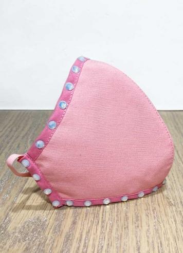 Mascarilla rosa con piedras plata