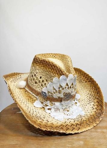 Sombrero detalles blancos